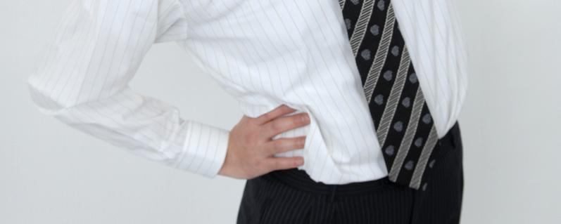 腰の痛い男性