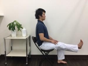 坐位 足伸ばす